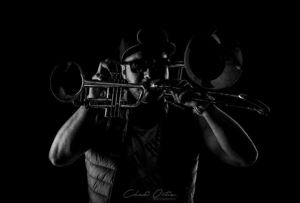 tocar trompeta y trombon